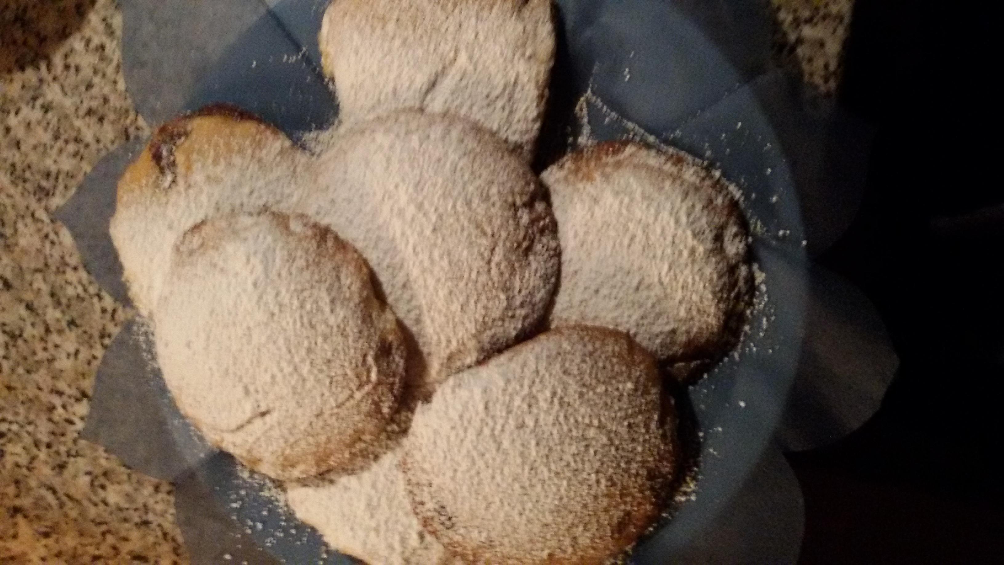 fagottoni di pasta frolla senza burro  ripieni di crema alla Nutella banana e cannella