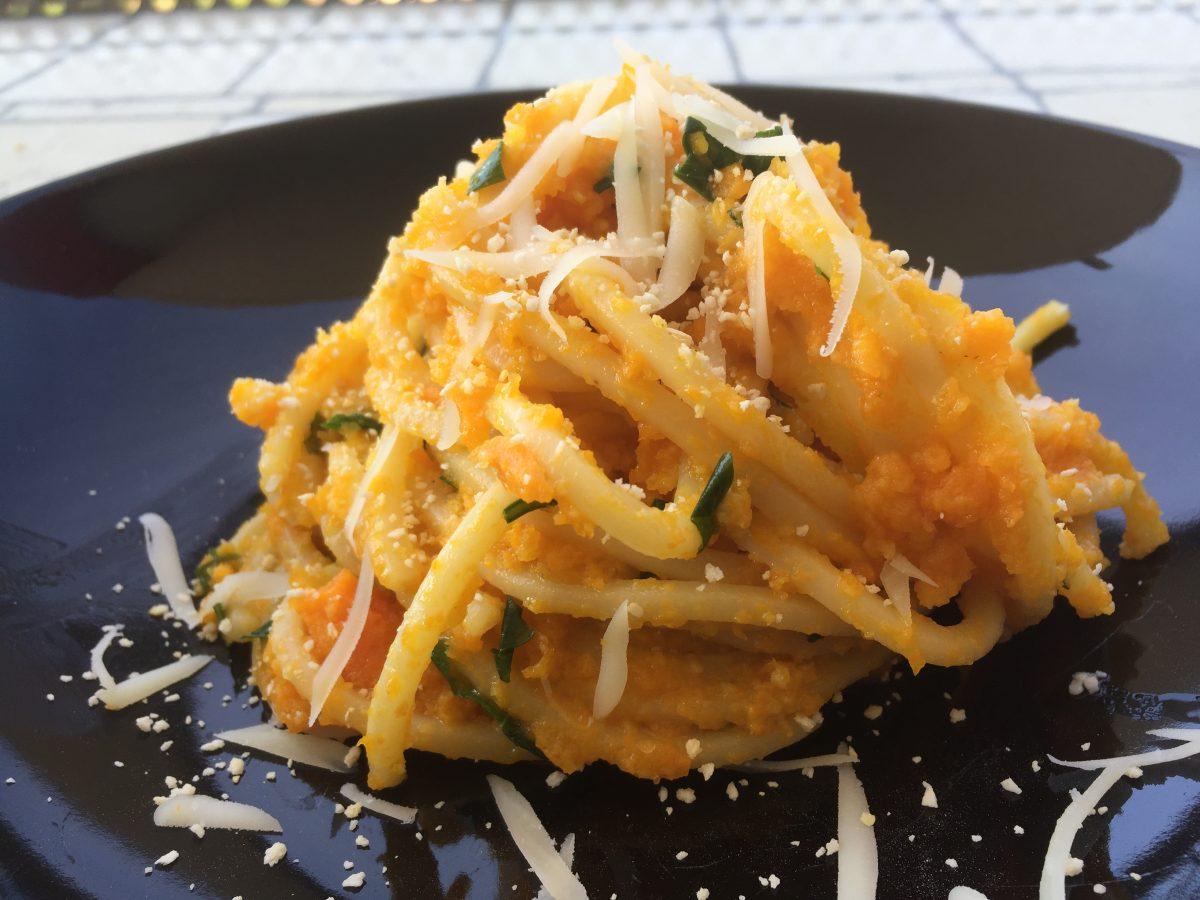 spaghetti alla chitarra con carote e prezzemolo