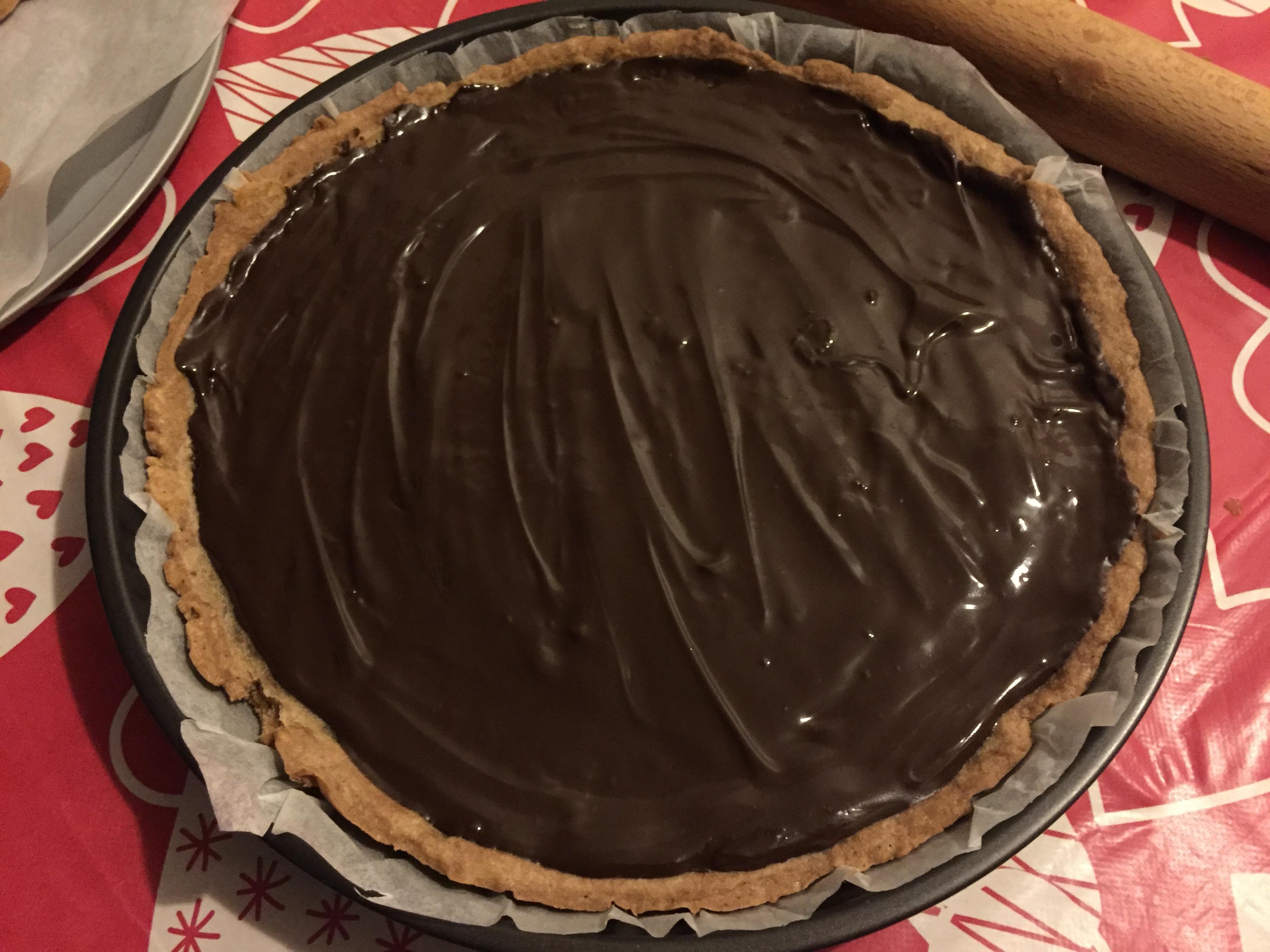 crostata al cacao con crema di castagne e glassa al cioccolato
