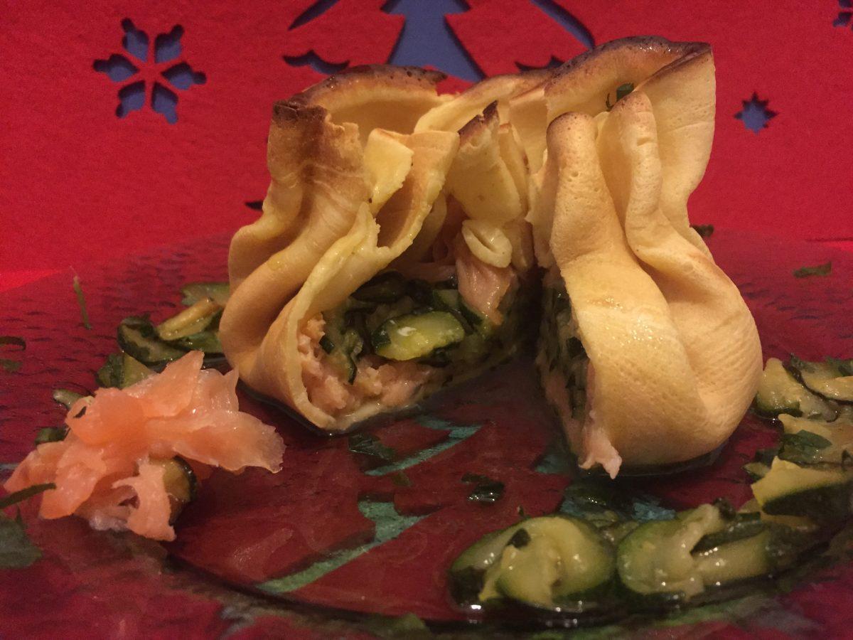fagottini di crepes con salmone e zucchine