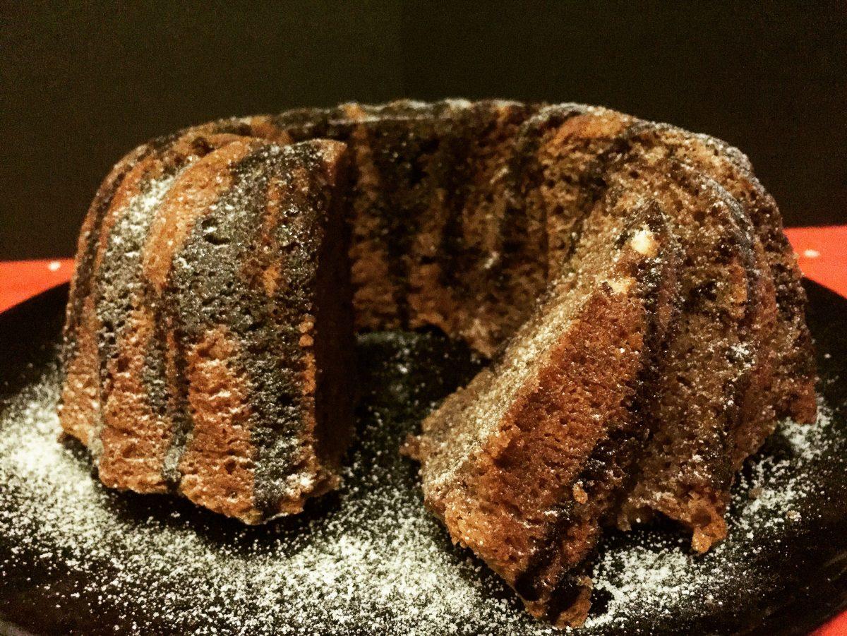 ciambellone al mascarpone con cacao amaro e meringhe