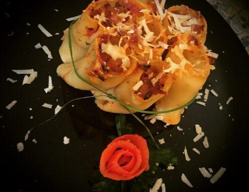 Paccheri con melanzane e salsiccia