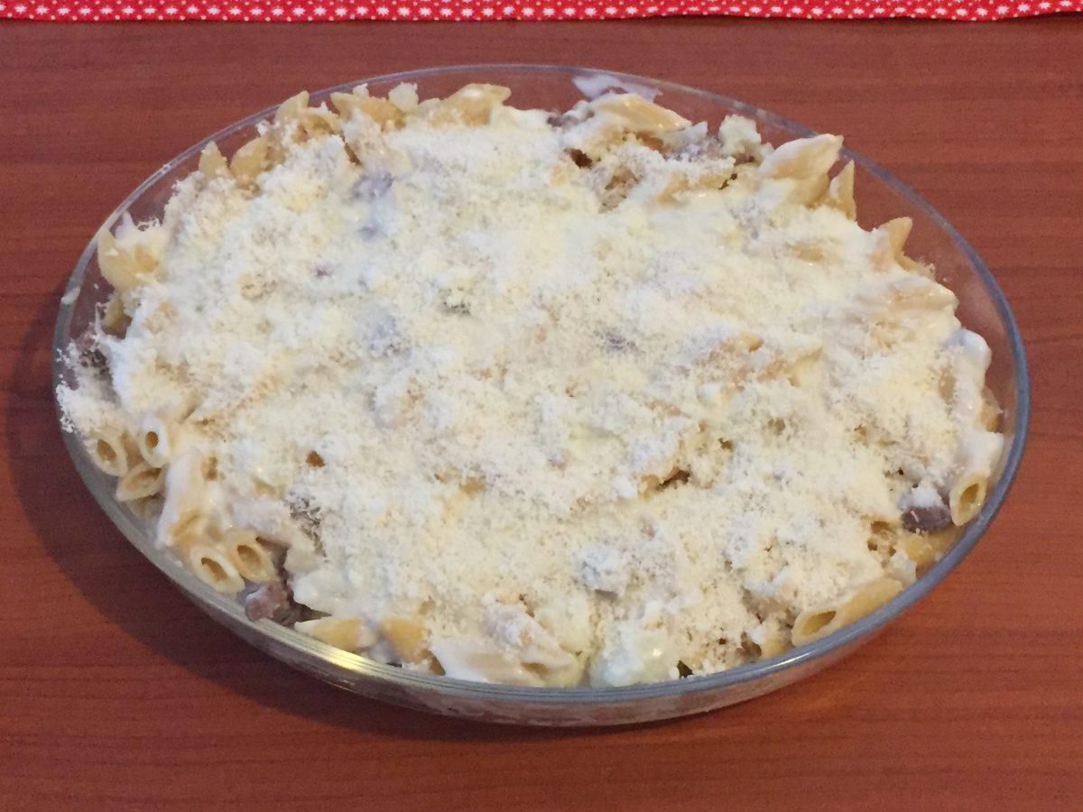 pasta con cavolfiore e salsiccia gratinata al forno