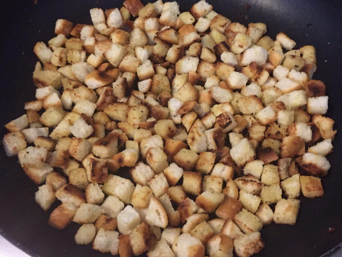 cavatelli cime di rapa salsiccia crostini