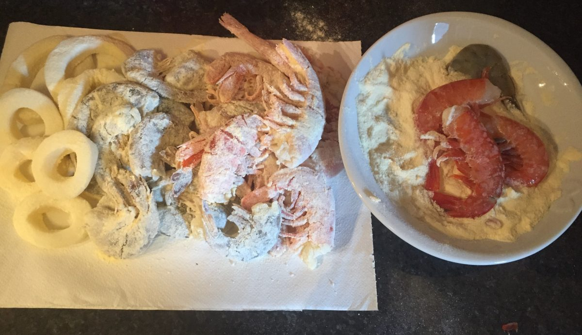 frittura di pesce : gamberoni e calamari