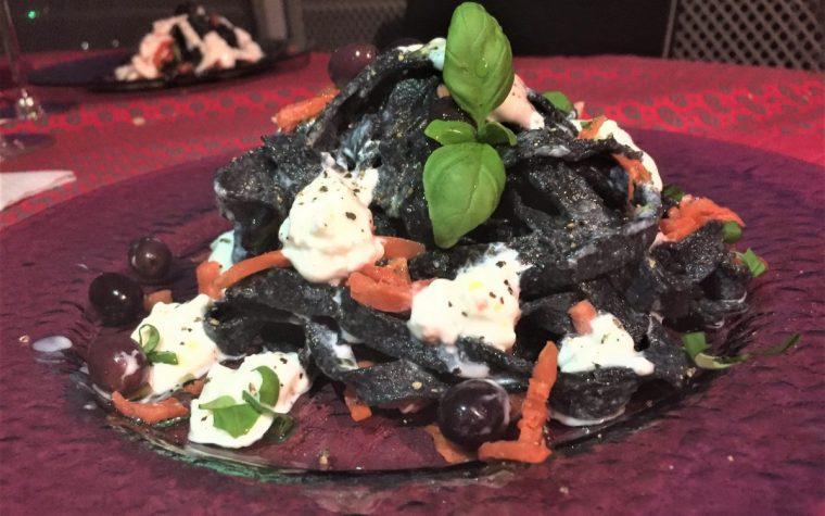 Tagliatelle homemade al carbone vegetale con salmone affumicato, burratina, olive taggiasche, basilico fresco e pepe.