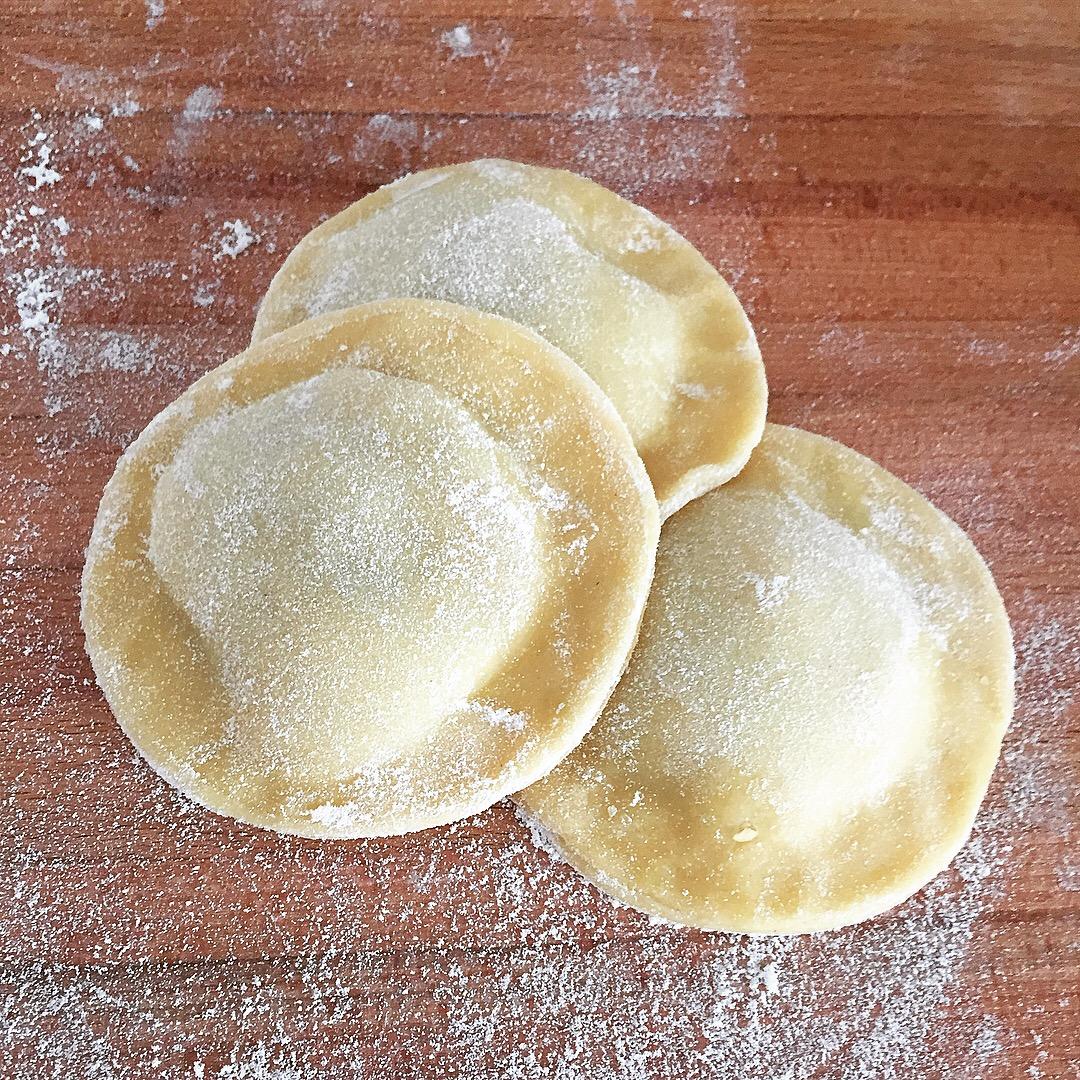 ravioloni ripieni zucchine gamberetti crema zafferano