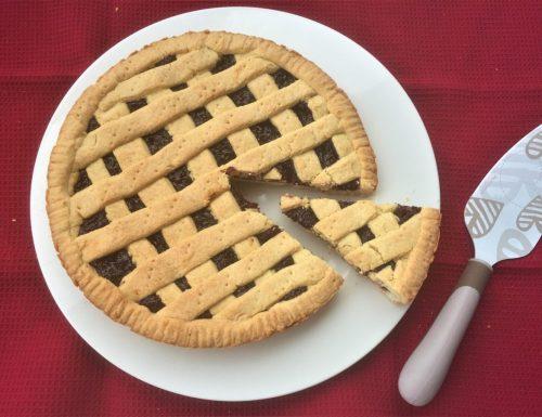 La crostata della mamma con la marmellata di ciliege fatta in casa.