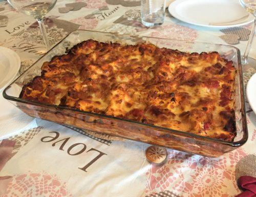 Lasagne al forno con ragu', besciamella e mozzarella..                      e il bis è assicurato!!!