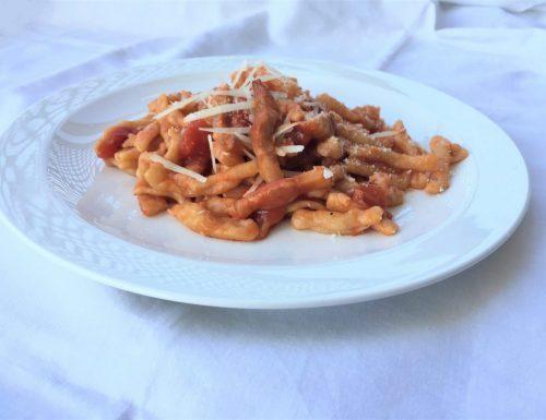 Spaghetti, bucatini o con la pasta che preferisci!                                                 La ricetta del sugo all'Amatriciana.