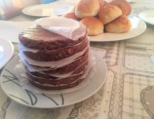 La ricetta degli hamburger di carne. Buoni come quelli del fast food!