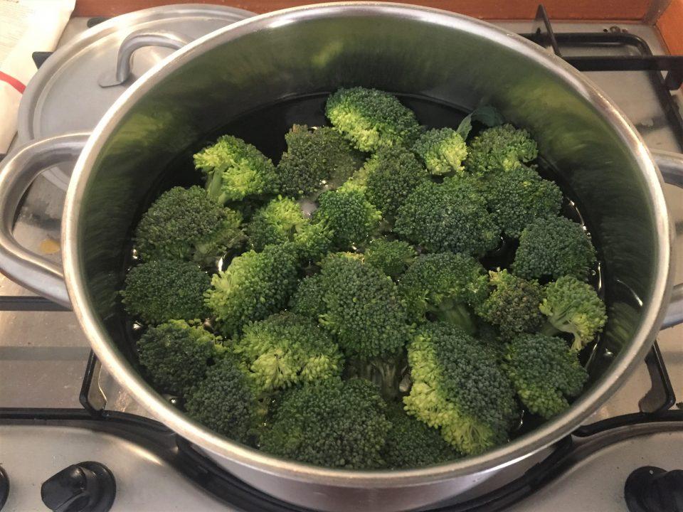 orecchiette broccoli acciughe