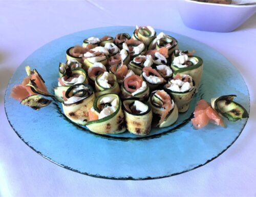 Rotolini di zucchine e salmone. Un antipasto fresco e veloce.