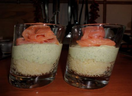 Bicchieri con cous cous, crema di broccoli e salmone