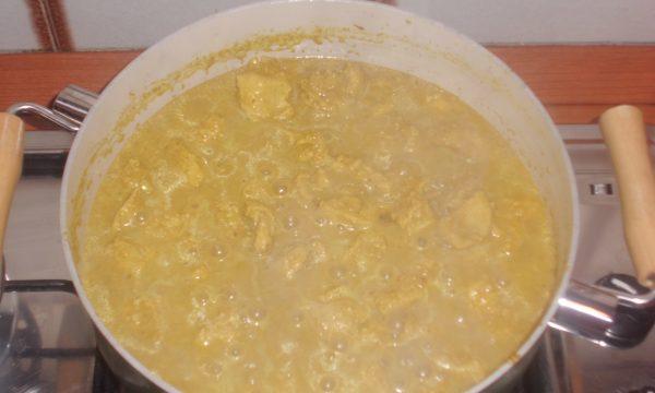 Tacchino al curry e nocciole