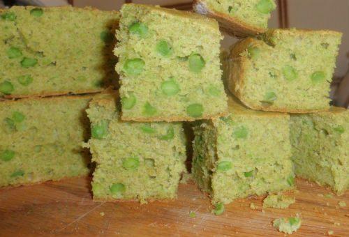 Focaccia fusion di piselli, te verde e guacamole