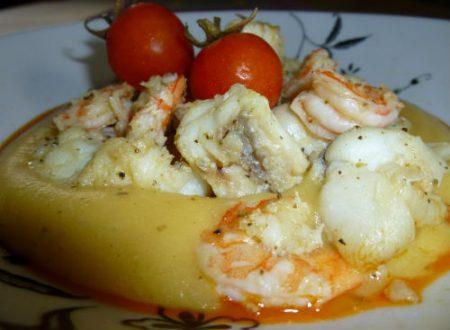Crema di patate allo zafferano con gamberi e pescatrice