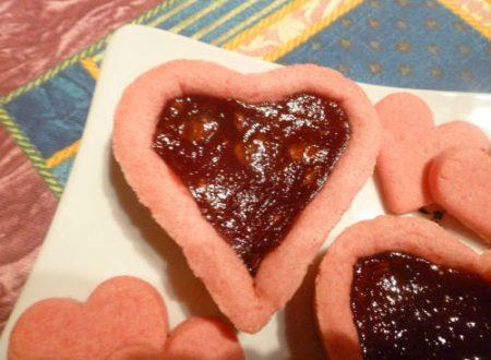 Crostatina alla marmellata di fragole, con pasta frolla rosa