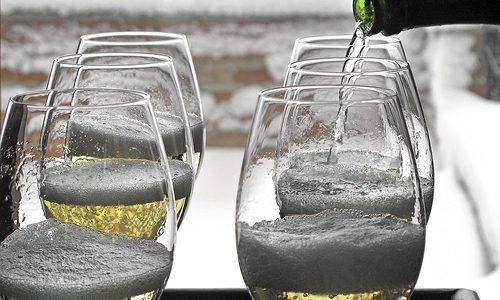 Spumante e Champagne: impariamo a conoscerli