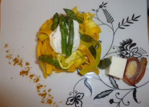 Tagliatelle allo zafferano e asparagi, Mozzarella di Bufala e cappesante croccanti