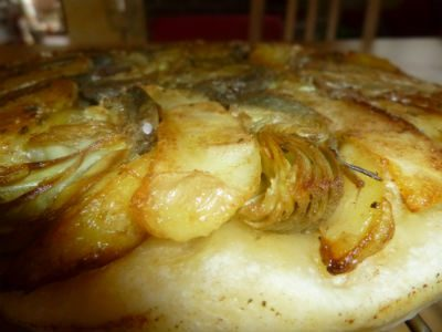 Tarte Tatin con patate e carciofi alla menta