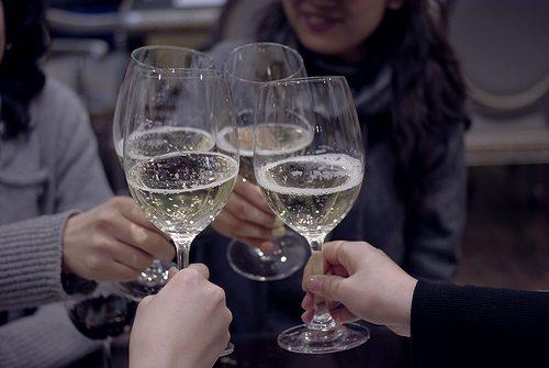 Moscato d'Asti Docg, vino, brindisi e donne