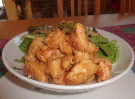 Spezzatino di pollo con miele e soia (139 Kcal)