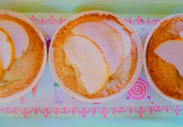 Crostatina-eco-con-bucce-di-pera-cereali-e-crema-alla-vaniglia