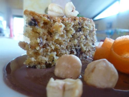Torta eco con bucce di carote nocciole e cioccolato