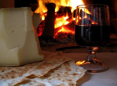 Formaggi saporiti: viaggio tra gusto e vino