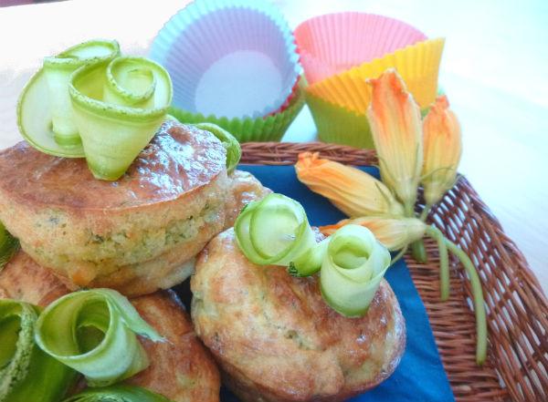 Mini cakes di zucchine basilico e fiori