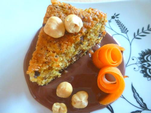 Torta-eco-con-bucce-di-carote-nocciole-e-cioccolato-1 (1)