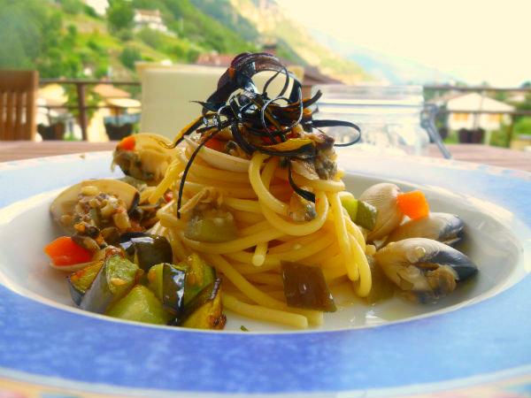 Spaghetti-alle-vongole-con-melanzane-1
