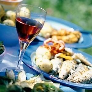vino rosso con pesce