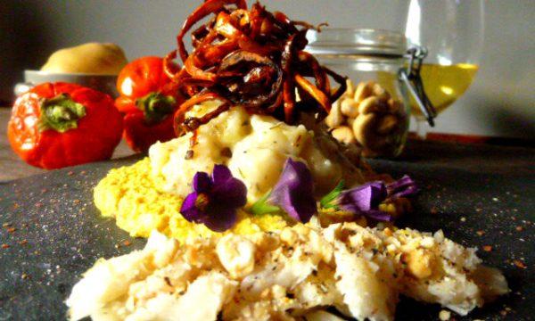 Gnocchi di melanzana rossa al burro e timo, su crema di fagioli bianchi allo zafferano e crumble di palamita e anacardi