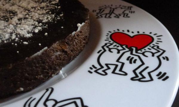 Torta al cioccolato con cannella e caffè in 10 minuti, senza cottura