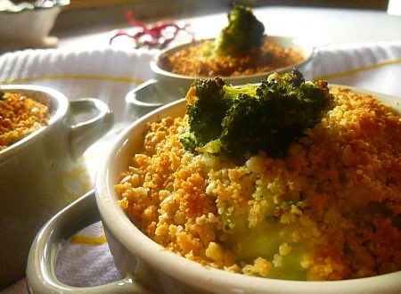 Mini crumble eco con pure di patate, broccoli e grano saraceno