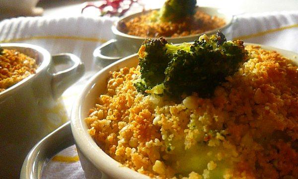 Mini crumble eco con pure di patate, broccoli e grano saraceno