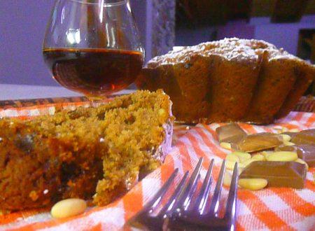 Torta ricca, con farina di castagne, pinoli, uvetta, cioccolato e Cognac