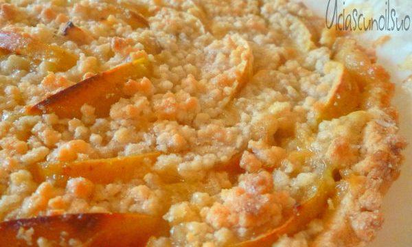 Crostata sbriciolata vegan di mele con crema al limone