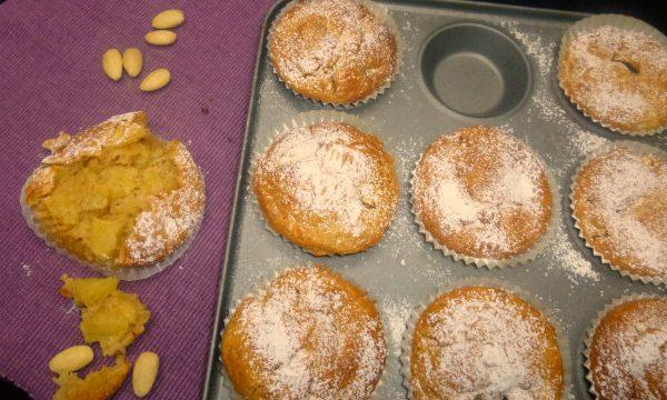 Muffin light alle mele e mandorle, 140 Kcal
