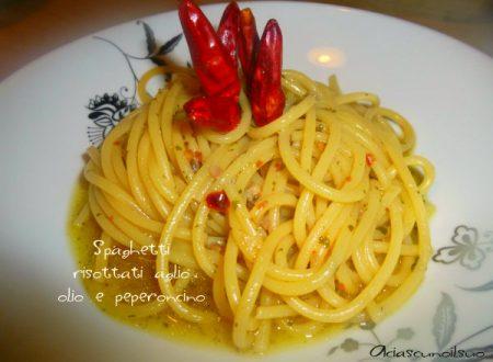 Spaghetti aglio olio e peperoncino risottati in padella