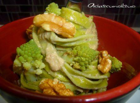 Tagliatelle verdi con salsa di noci e broccolo romanesco