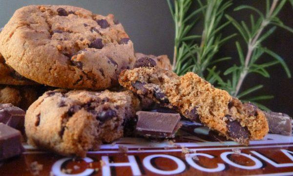 Cookies al cioccolato e rosmarino