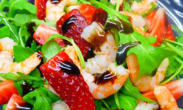 Insalata rucola, gamberi e fragole al Balsamico