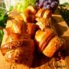 Croissant salati con prosciutto crudo, gamberi e uva