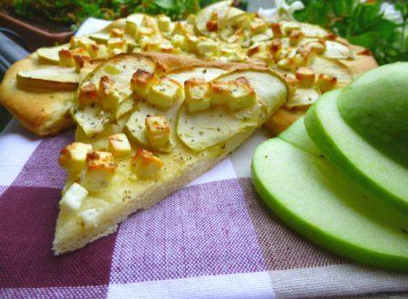 Focaccia sottile con mela verde e feta