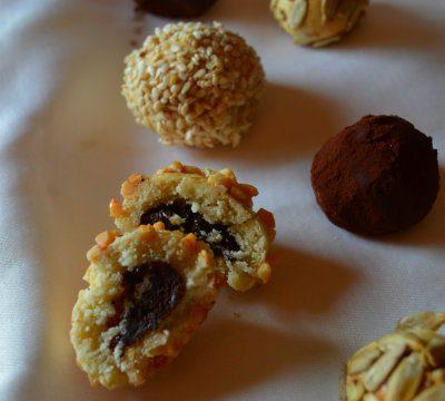 Bon bon di frolla ripieni di cioccolato