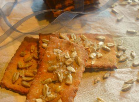 Crackers di quinoa con olive e semi di girasole | Ricetta crackers senza glutine e lievito