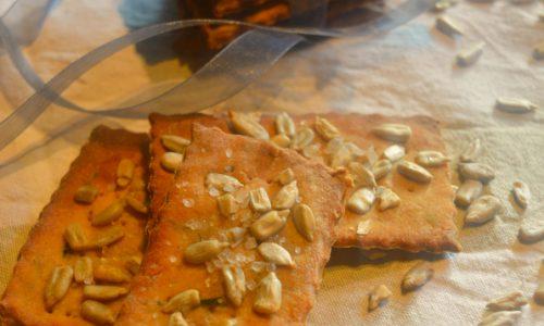 Crackers di quinoa, olive, semi di girasole